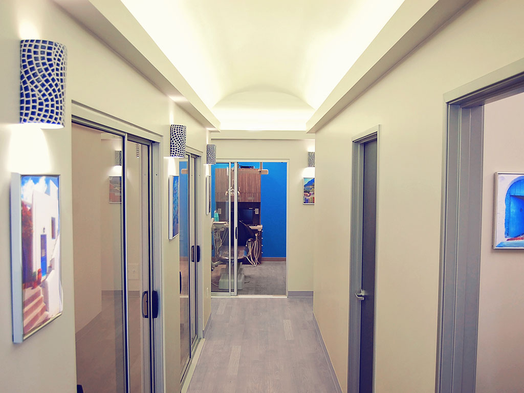 Villa Dental corridor